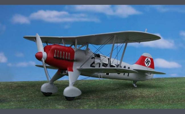 Web Com Reviews >> 1:32 Heinkel He-51   Silver Wings